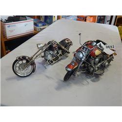 2 MOTORCYCLE MODELS DIECAST