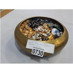 HAMMERED BRASS BOWL OF VARIOUS JEWELLERY