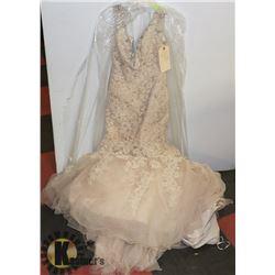 WEDDING DRESS SIZE 6 TAGS ON
