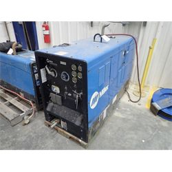MILLER Big Blue Air Pack Welding Equipment