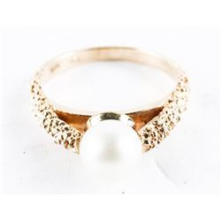 Estate 10kt Gold Genuine Culture Pearl Ring. Size