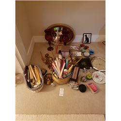 Assortment of Decorative items A