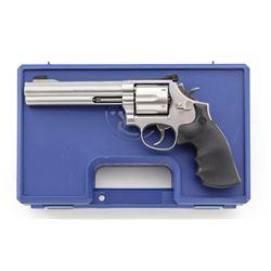 S&W Model 686-4 Distinguished Combat Mag Revolver
