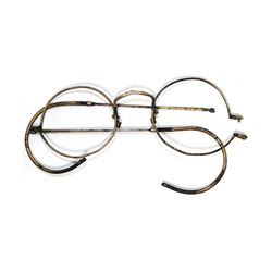 Brass spectacles frame (without glass), intact but with one arm-pin missing, ex-Lady Holland (1830).