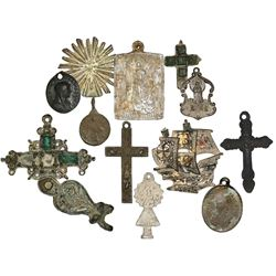 Lot of twelve crosses and religious medallions and other items in base metals, various periods (1600