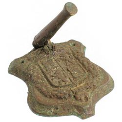Bronze door knocker consisting of a cannon and crest of Leon/Castile, ca. 1950s.