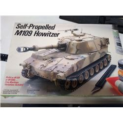 Self Propelled M109 Howitzer Tank Model Vintage Sealed in Package