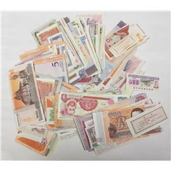 300 PCS. WORLDWIDE BANK NOTES