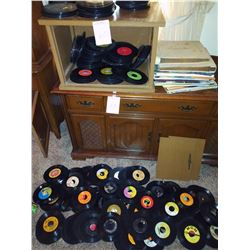 SMALL CABINET WITH HUNDREDS OF 45S