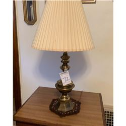 BUNDLE LOT: 3 VINTAGE LAMPS, 1 FLOOR LAMP, AND A PAIR OF LAMP TABLES