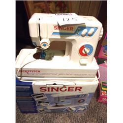VINTAGE SINGER LOCKSTITCH TOY SEWING MACHINE