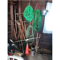 GARDENING LOT: HOSE, GARDENING TOOLS, MORE