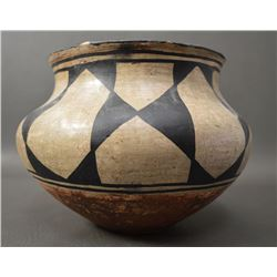 SANTO DOMINGO INDIAN POTTERY JAR