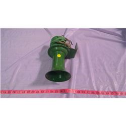 JOHN DEERE HORN - COMES WITH BUTTON