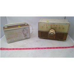 2 VINTAGE RADIOS- GRANADA & MOTOROLA-ASIS