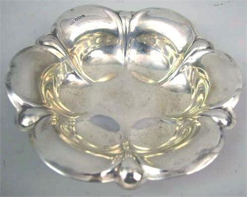 AN 800 SILVER PETAL FORM DISH WITH ENGLISH SILVER HALLMARKS