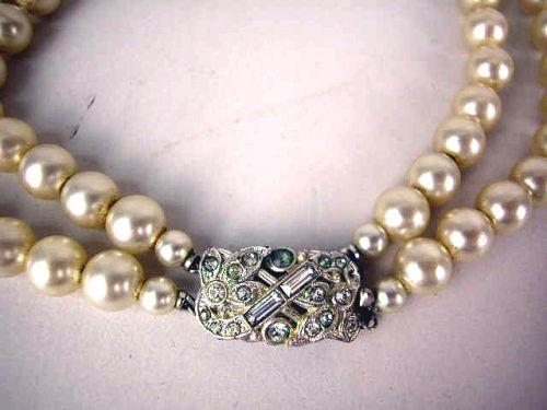 1449193bd7fa5 A VINTAGE COSTUME DOUBLE STRAND PEARL NECKLACE WITH FAUX DIAMOND CLASP