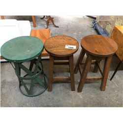 2 SOLID OAK BAR STOOLS AND A GREEN SIDE TABLE