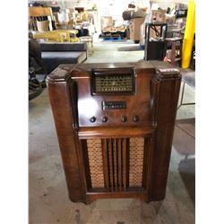 ANTIQUE WALNUT VIKING STAND UP RADIO