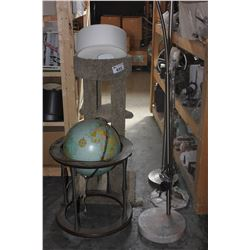 CAT SCRATCH POST AND 3 LAMPS