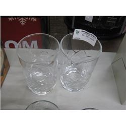 2 POURING GLASSES