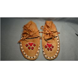Blackfeet trim beaded moccasins