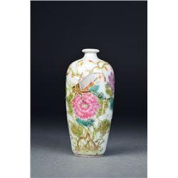 Chinese Famille Rose Porcelain Snuff Bottle Mark