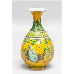 Chinese Yellow Famille Rose Porcelain Vase Jiajing