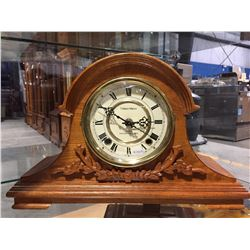 WOODEN CLASSIC MANOR WESTMINSTER CHIME MANTLE CLOCK