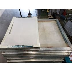 PALLET OF SCREEN PRESSING SCREENS