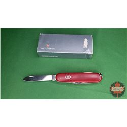 Knife: Victorinox Swiss Army Knife (Red)