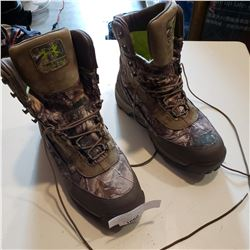 UNDERARMOR CAMO HIKING BOOTS SIZE 10.5