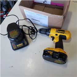 DEWALT 18V CORDLESS DRILL W/ CHARGER AND BATTERY