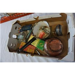 TRAY OF ANTIQUES AND COLLECTIBLES