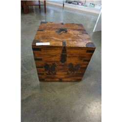 METAL ROOSTER ACCENT WOOD TRUNK
