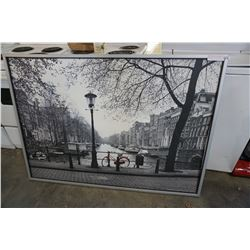 LARGE BLACK AND WHITE CANVAS PRINT