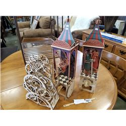 WOODEN MECHANICAL WIND UP GEAR DISPLAY AND 2 WOODEN HAND CRANK PUPPETS IN DISPLAY