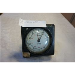 STANDARD ANTIQUE MECHANICAL GAUGE
