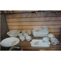 VINTAGE FIRE KING DISH SET GOLDEN WHEAT PATTERN