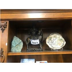 SHELF LOT OF ASSORTED STONE/CRYSTAL LAPIDARY DECOR