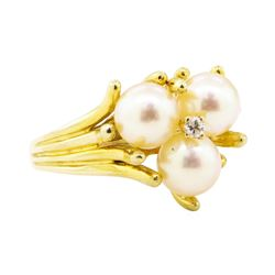 0.05 ctw Diamond and Pearl Ring - 14KT Yellow Gold