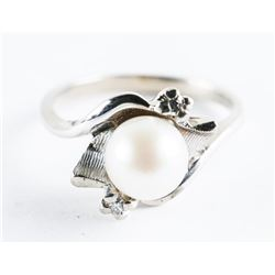 Estate 10t Gold Culture Pearl and Diamond Ring. Si