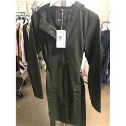 NEW WOMENS RAINS GREEN EXTRA-SMALL/SMALL SIZE COAT