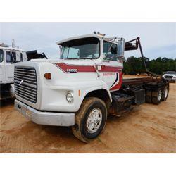 1990 FORD L8000 Roll Off Truck