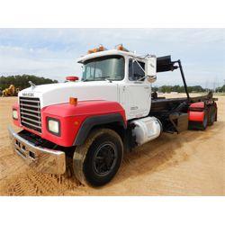 1993 MACK RD688S Roll Off Truck