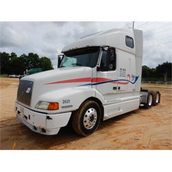 2000 VOLVO  Sleeper Truck