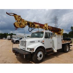 2000 INTERNATIONAL 4700 Digger Derick Truck