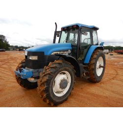 NEW HOLLAND 8260 Tractor
