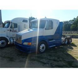 2000 VOLVO  Sleeper Truck