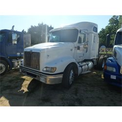 2004 INTERNATIONAL 9400I Sleeper Truck